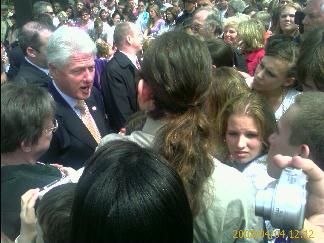 Billclintoninlaurinburg_3